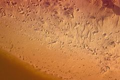 Abdrücke im Sand von oben Stockbilder