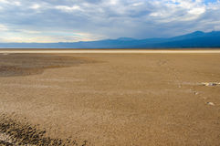 Abdrücke zum inifinity am See Eyasi, Tansania lizenzfreies stockbild