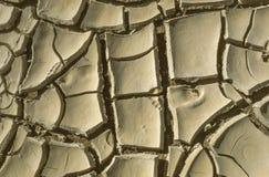 Abdruck des Kindes im Lehm der trockenen Wüste Stockbilder