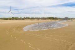 Abdruck im Sand, eolic Park an cassino Strand Lizenzfreie Stockfotos