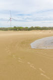 Abdruck im Sand, eolic Park an cassino Strand Lizenzfreie Stockfotografie