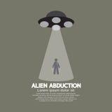 Abduction étrangère avec le vaisseau spatial d'UFO Photographie stock libre de droits