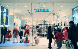 ABEBI shoppar i Hong Kong Arkivfoton