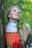 Abedul ruso de la muchacha Imagenes de archivo