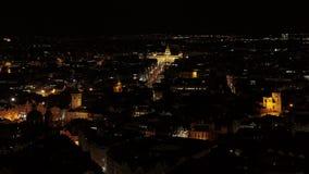 Abejón aéreo de la fortaleza 4k del castillo de Praga por noche metrajes