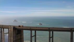 Abejón de la visión aérea tirado del Big Sur de California los E.E.U.U. de la carretera de la Costa del Pacífico de la carretera almacen de video