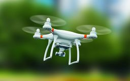 Abejón de Quadcopter con el vuelo de la cámara de vídeo 4K en el aire Imágenes de archivo libres de regalías