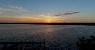 abejón del lago y del muelle sunrise 4K que se alza metrajes