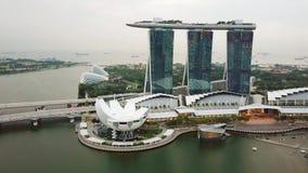 Abejón tirado de Marina Bay Sands Hotel almacen de video