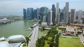 Abejón tirado de rascacielos en Marina Bay Singapore almacen de video