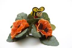 Abeja en la decoración floral Fotos de archivo libres de regalías