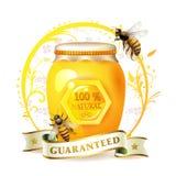 Abejas con el tarro y la miel de cristal Foto de archivo libre de regalías
