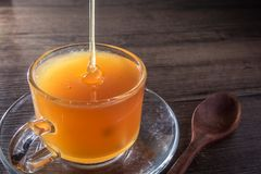 Abejas de la miel en cristal Foto de archivo libre de regalías