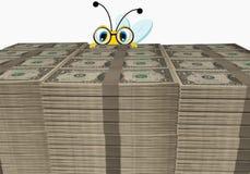Abelha dos desenhos animados que olha atrás da pilha do dólar Fotos de Stock Royalty Free