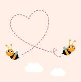 Abelhas do vôo que fazem o coração grande do amor no ar Fotos de Stock Royalty Free
