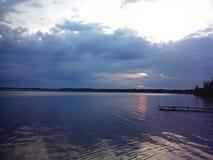 Abend über dem See Lizenzfreie Stockfotografie