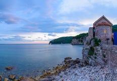 Abend-Ansicht der alten Stadt von Budva Montenegro, Balkan, Europa Stockbild