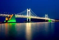 Abend-Ansicht der Gwangali Brücke Stockbilder
