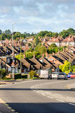 Abend-Ansicht der Reihe der typischen englischen Reihenhäuser in Northampton Stockbild