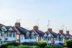 Abend-Ansicht der Reihe der typischen englischen Reihenhäuser in Northampton Stockfotografie