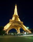 Abend-Ansicht des Eiffelturms Lizenzfreies Stockfoto