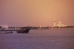 Abend-Ansicht von Adschman-Nebenfluss in DUBAI, UAE am 21. Juli 2017 Stockfotografie