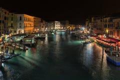 Abend-Ansicht von Venedig von der Rialto-Brücke Stockfotos