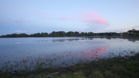 Abend auf dem Fluss stock footage