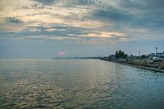 Abend auf der Küste der Berdyansk-Bucht Stockbild
