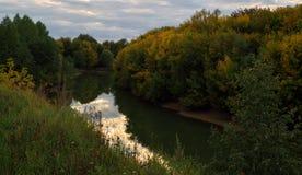 Abend auf Fluss Stockfotografie
