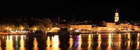 Abend in der Stadt von Krk Stockbilder