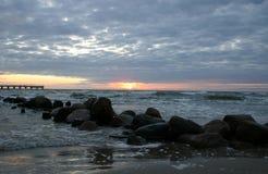Abend durch das Meer Lizenzfreie Stockfotos