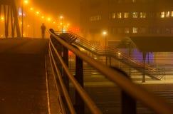 Abend an einem Bahnhof Stockbilder