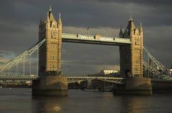 Abend geschossen von der Kontrollturm-Brücke, London Stockfotos