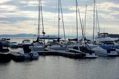 Abend am Hafen stockbilder