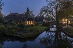 Abend im Herbst in Giethoorn Lizenzfreie Stockfotos