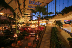 Abend Luxus Hotelansicht stockbild