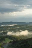 Abend mit Wolken unten Stockfoto