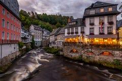 Abend in Monschau, Deutschland Lizenzfreies Stockbild
