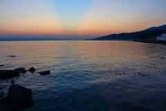 Abend nach Sonnenuntergang auf der Schwarzmeerküste Stockbilder