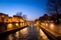 Abend Paris stockfotos