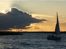 Abend am See, Masuria, Polen lizenzfreie stockfotografie