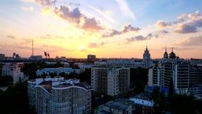 Abend timelapse des Sonnenuntergangs über Voronezh im Stadtzentrum gelegen stock video