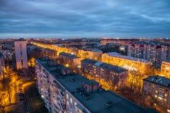 Abend Voronezh-Skyline von der Dachspitze Voronezh-Luftfahrt-technische Schule stockfoto