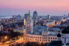 Abend Voronezh Turm des Managements der Südosteisenbahn mit dem Stern im Stil Stalin-` s Reiches Lizenzfreie Stockfotos