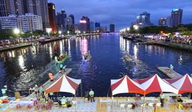 Abend-Zeit Dragon Boat Races in Taiwan Lizenzfreie Stockfotografie