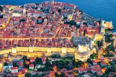 Abendansicht über alte Stadt und adriatisches Meer Kroatien Dubrovniks Stockfoto