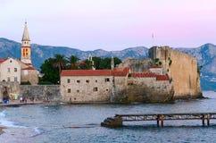 Abendansicht der alten Stadt, Budva, Montenegro Lizenzfreie Stockfotos