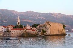 Abendansicht der alten Stadt, Budva, Montenegro Lizenzfreies Stockfoto