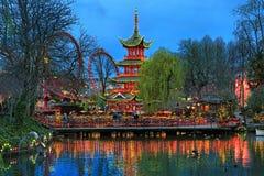 Abendansicht der chinesischen Pagode in Tivoli-Gärten in Kopenhagen Stockbild